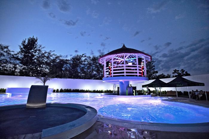 Blue Pool & Dj Sets